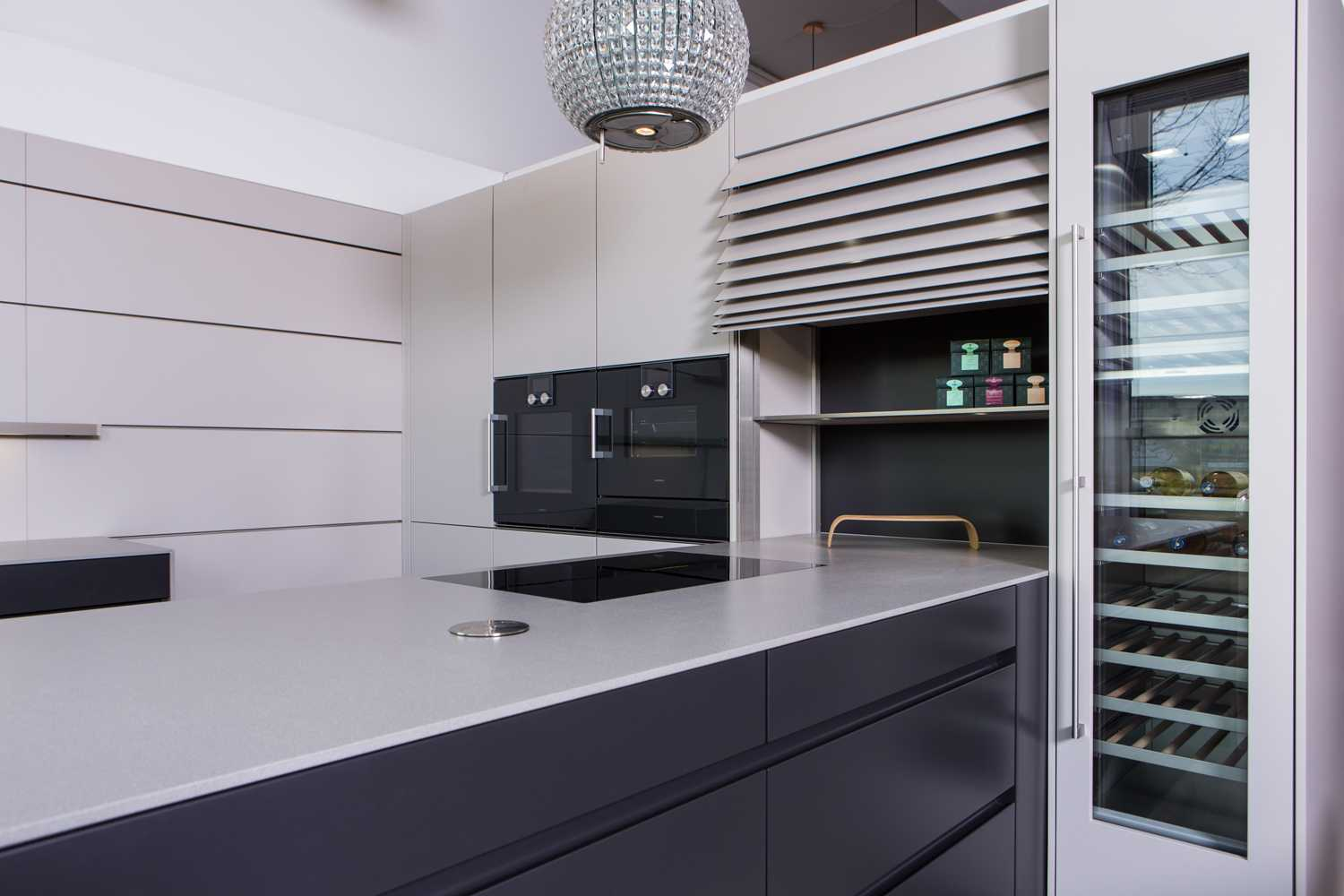 leicht kuechen gaggenau weinklimaschrank grifflos mit paneelsystem k chen konzept in leipzig. Black Bedroom Furniture Sets. Home Design Ideas